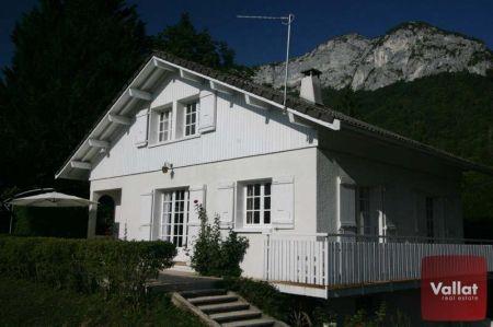 Villa à vendre à Veyrier du Lac avec 5 pièces et grand terrain