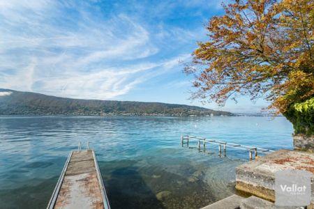 Maison à vendre pied dans l'eau à Veyrier du Lac